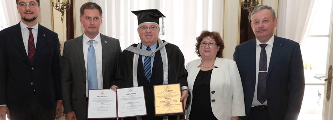 Imagen de la noticia Barbieri fue distinguido por la Universidad Federal del Sur Rusa