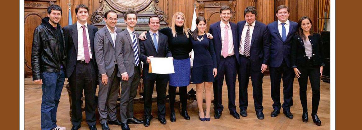 Imagen de la noticia >La Universidad de Buenos Aires celebra el primer puesto obtenido en certámenes internacionales