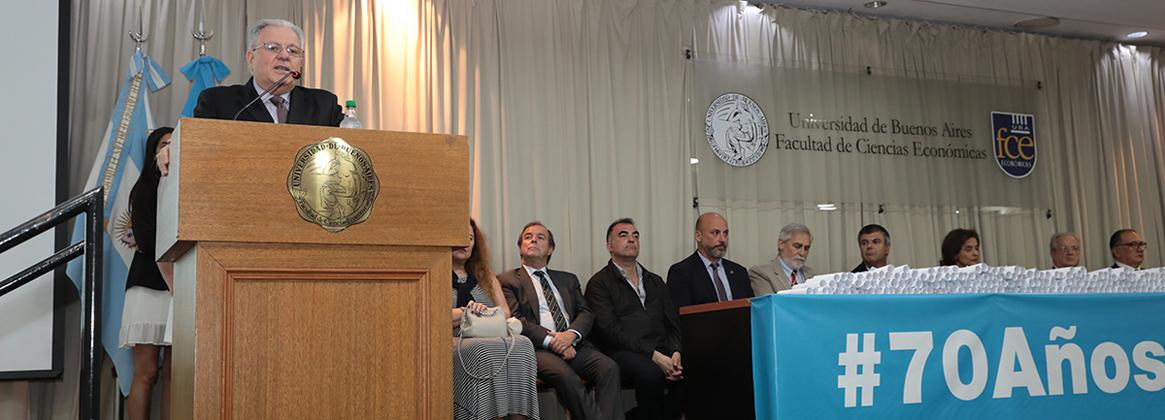 Imagen de la noticia >La Universidad reconoció a sus profesoras y profesores premiados y destacados durante 2019