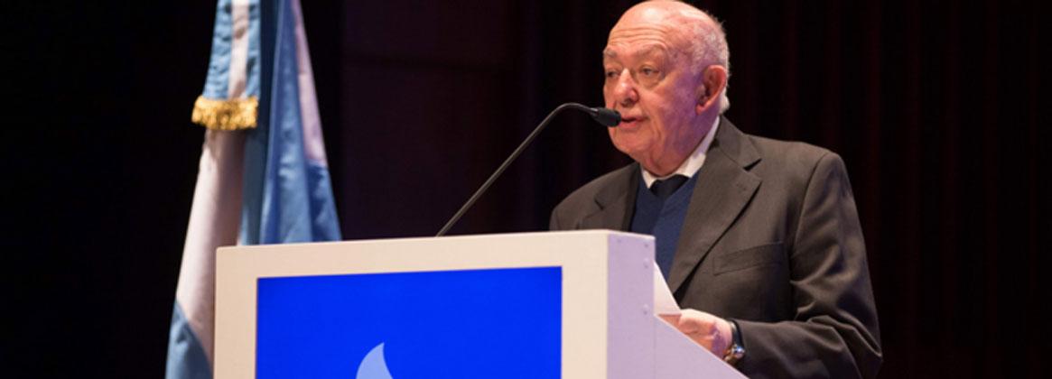 Imagen de la noticia >Víctor Yohai recibió el Premio de la Fundación Bunge y Born